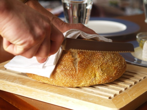 Jim Lahey's no-knead bread, getting ready to slice