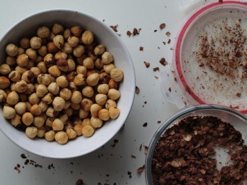 Skinned hazelnuts